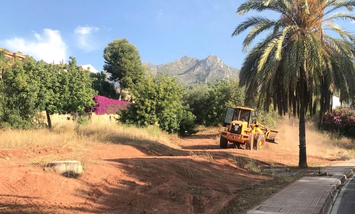El Ayuntamiento pone marcha un plan de revisión y mantenimiento de parcelas para el verano