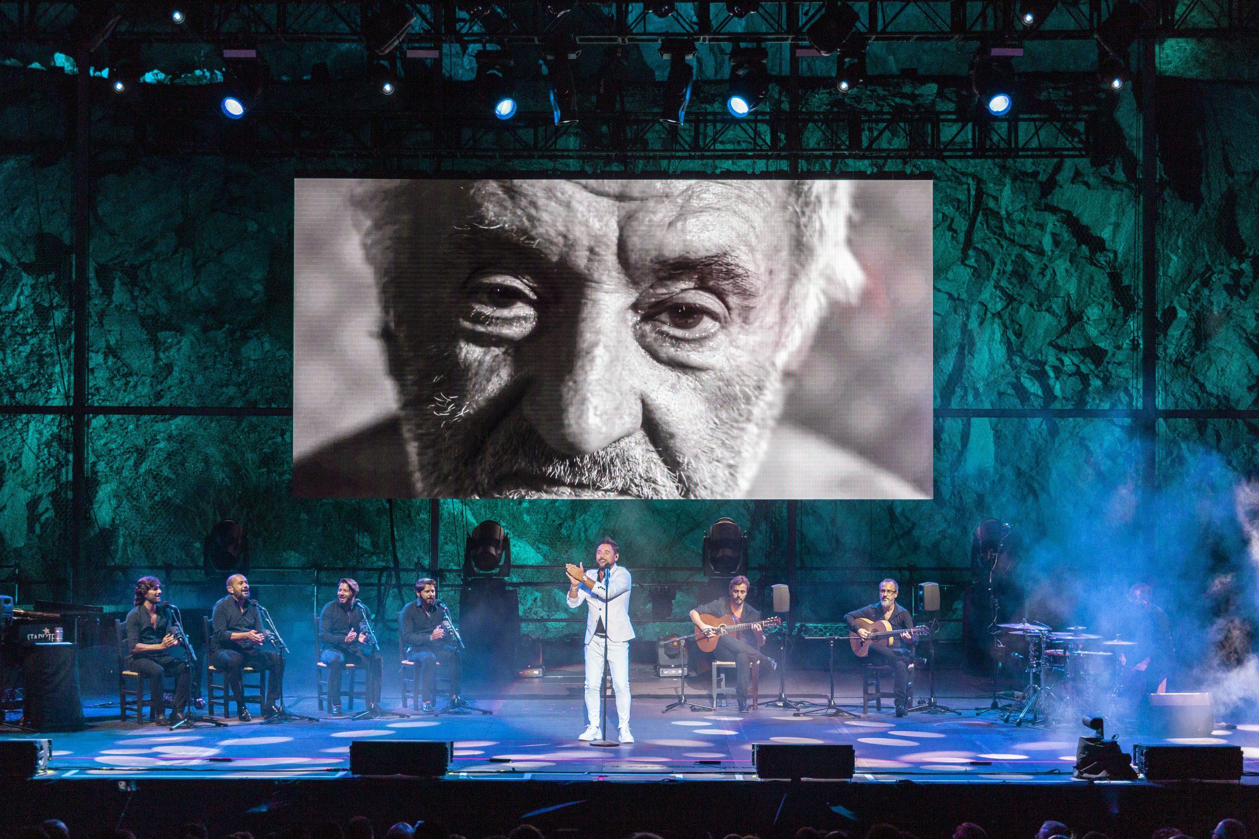 Poderío y talento en el concierto de Miguel Poveda en Starlite Catalana Occidente