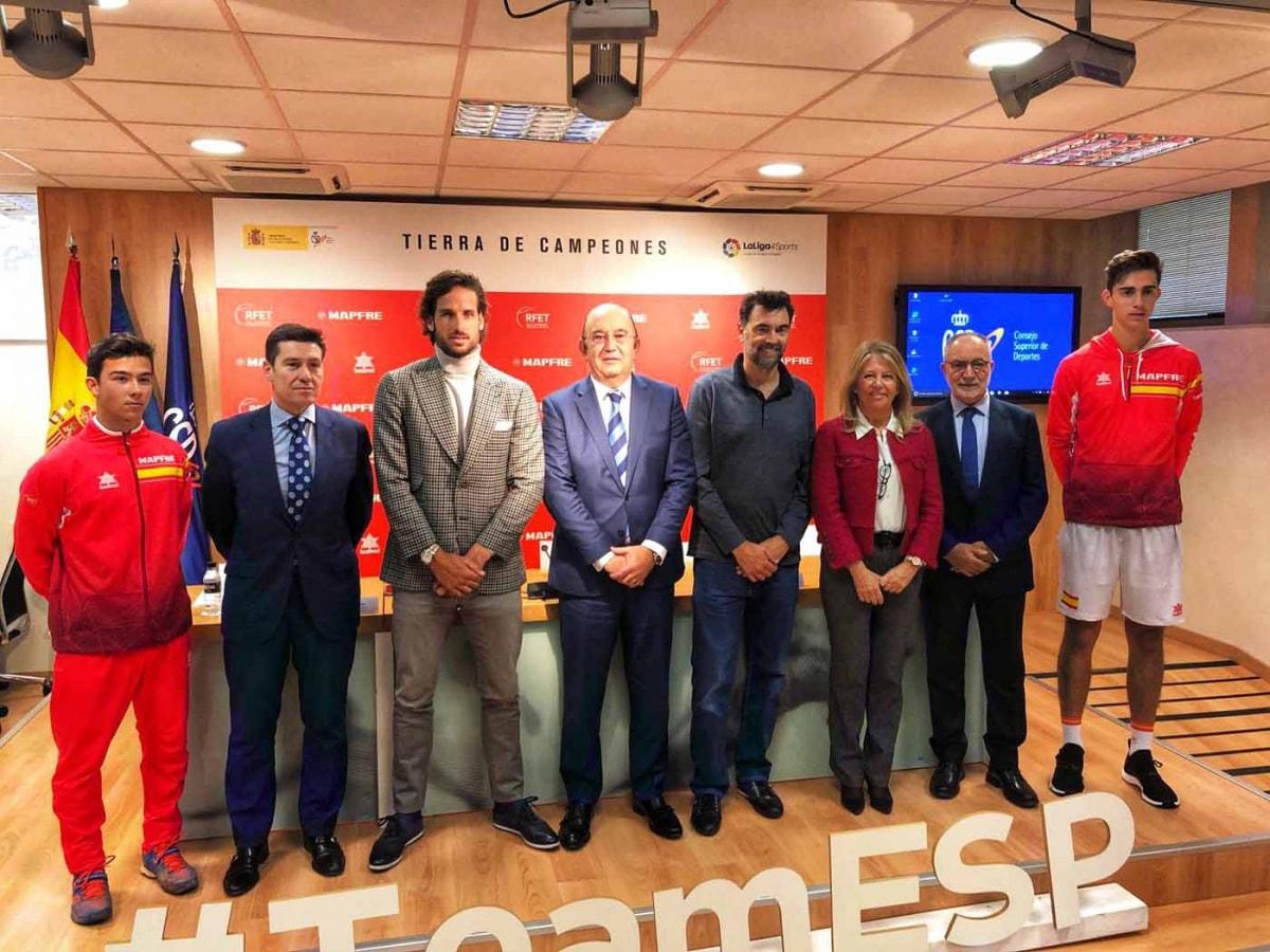 """La alcaldesa asegura en la presentación del equipo español que para Marbella la Copa Davis """"es un privilegio deportivo y turístico"""""""