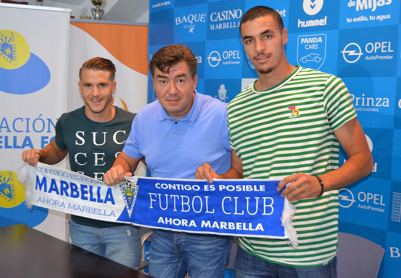 Presentan a Juanma y Hakim, dos de los últimos fichajes del Marbella FC