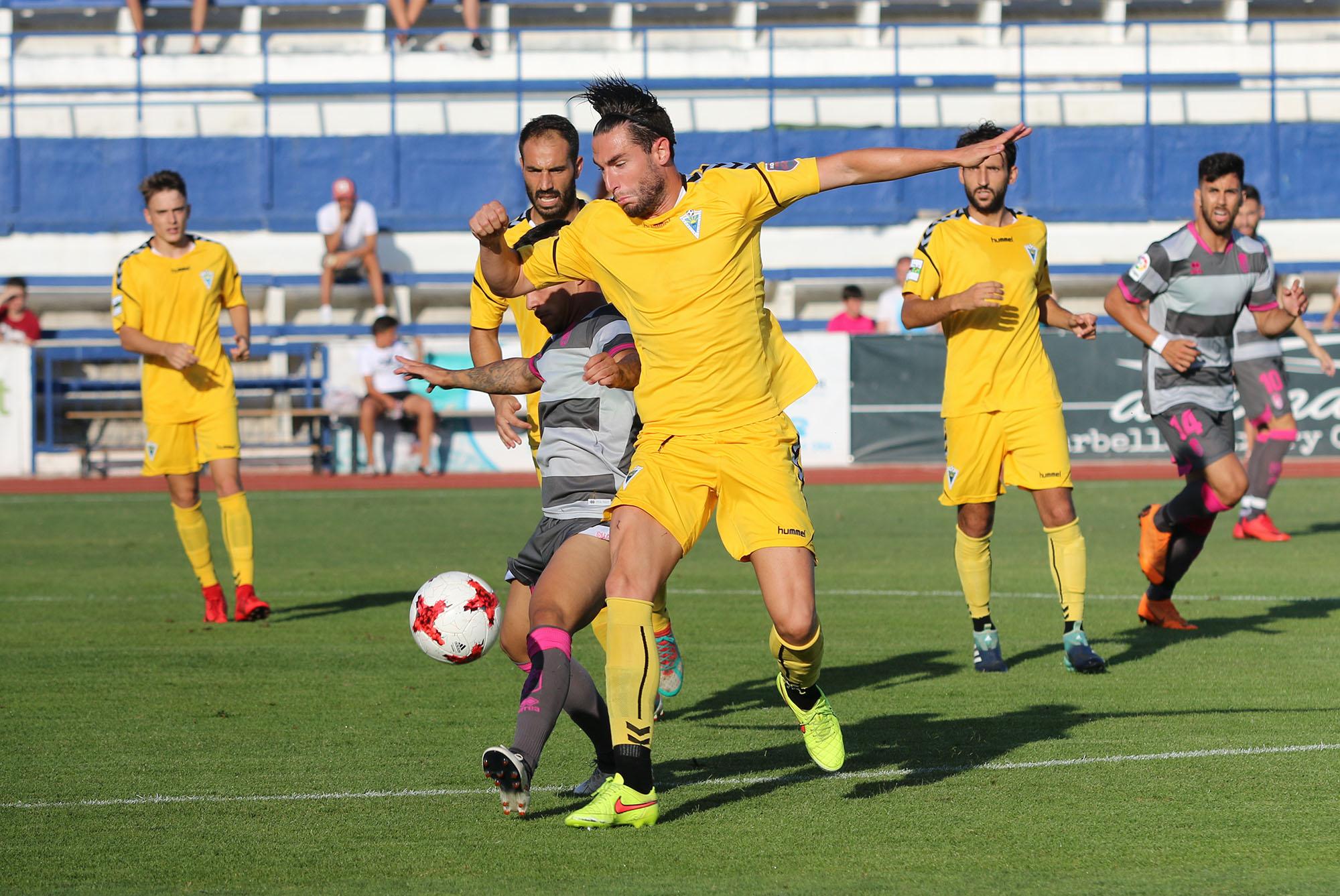 Primer partido de pretemporada del Marbella FC en su estreno ante el Granada CF (0-1)