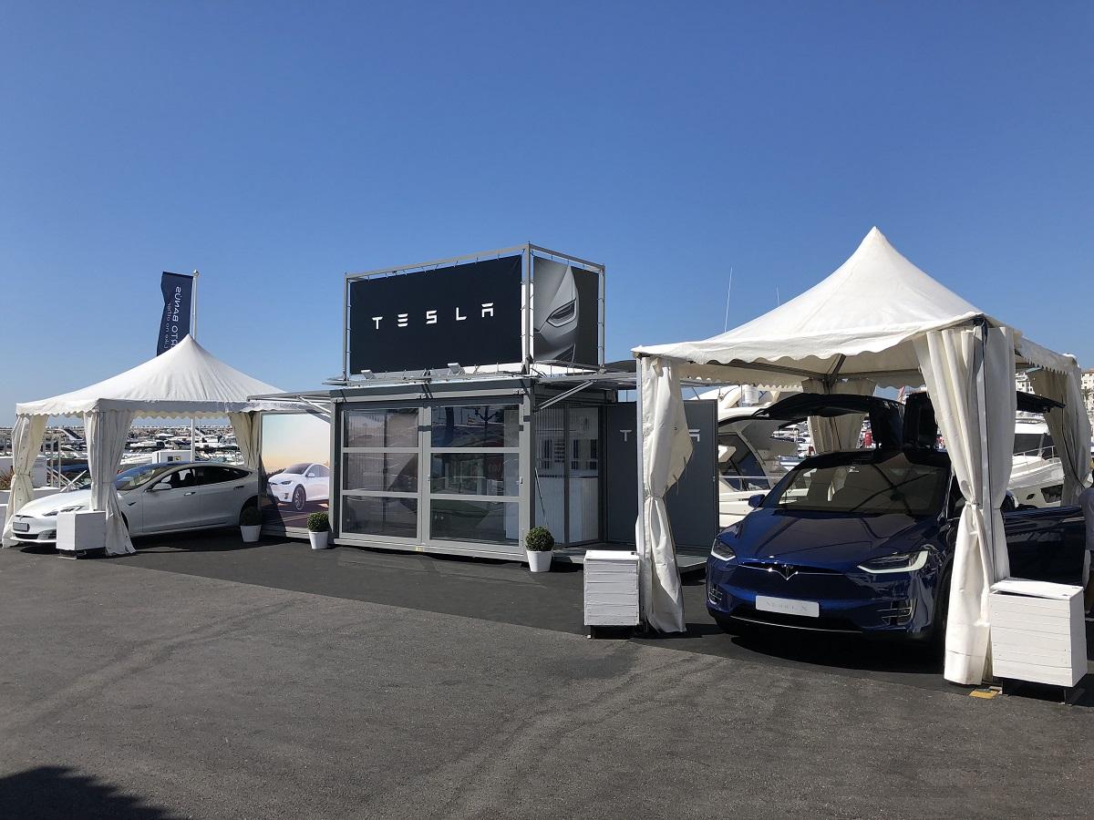 Tesla inaugura en Puerto Banús una tienda temporal donde poder adquirir coches eléctricos