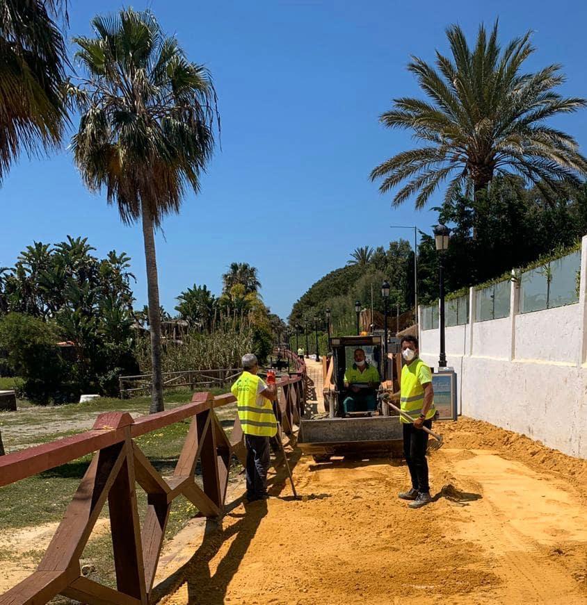 Reactivan las mejoras en más de medio kilómetro de senda litoral