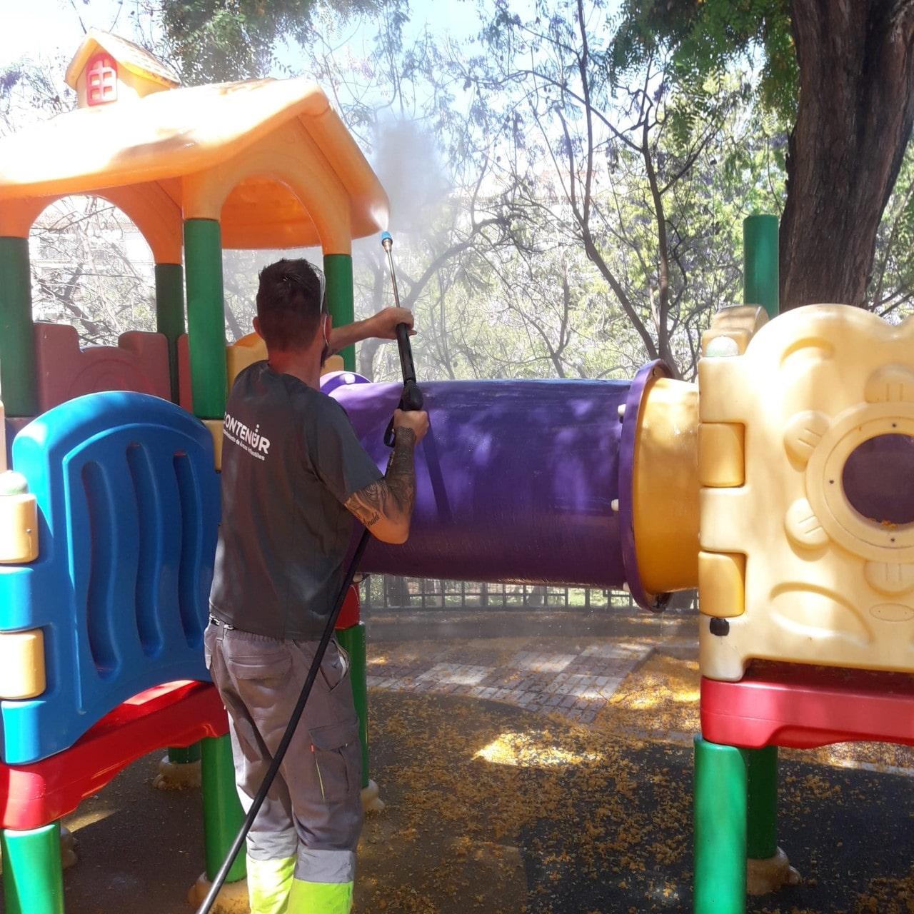 Se reabren las áreas de juegos infantiles de los parques públicos