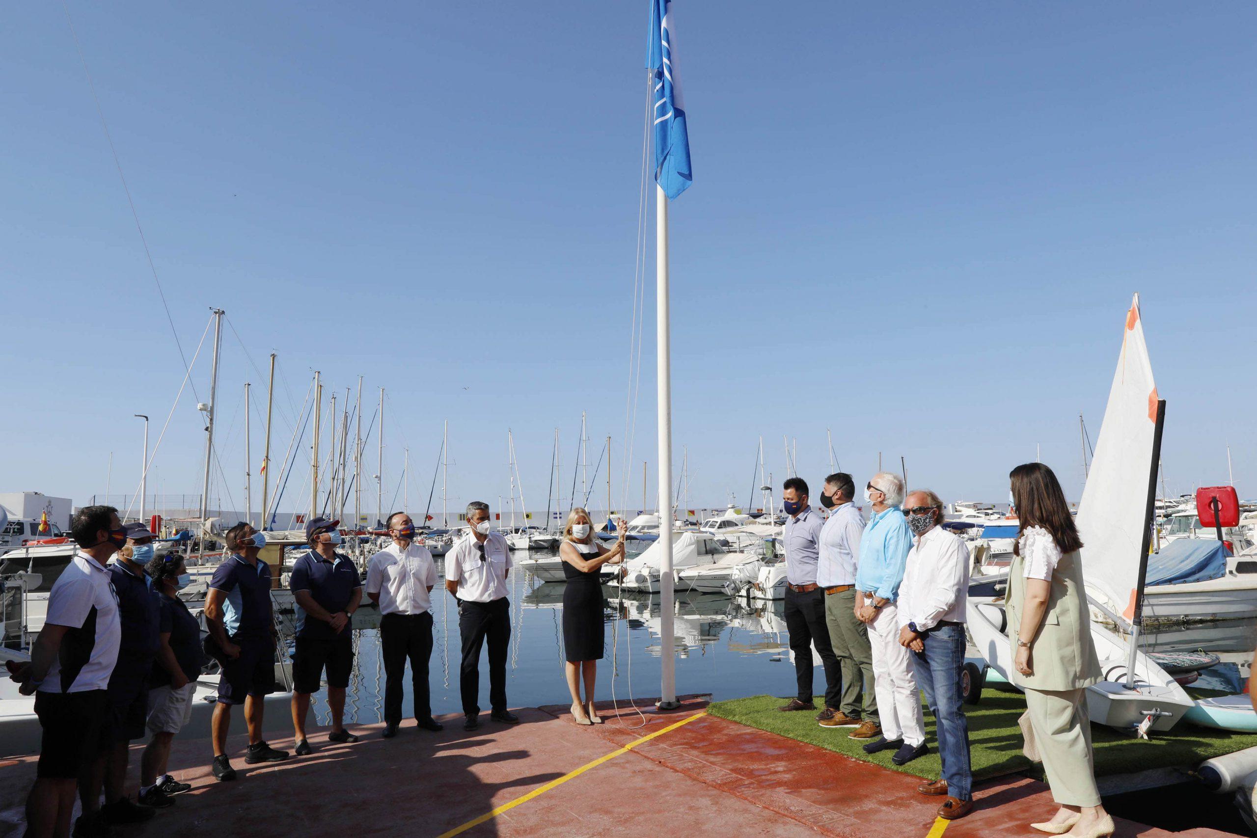 Seis banderas azules ondean desde hoy en Marbella y San Pedro Alcántara
