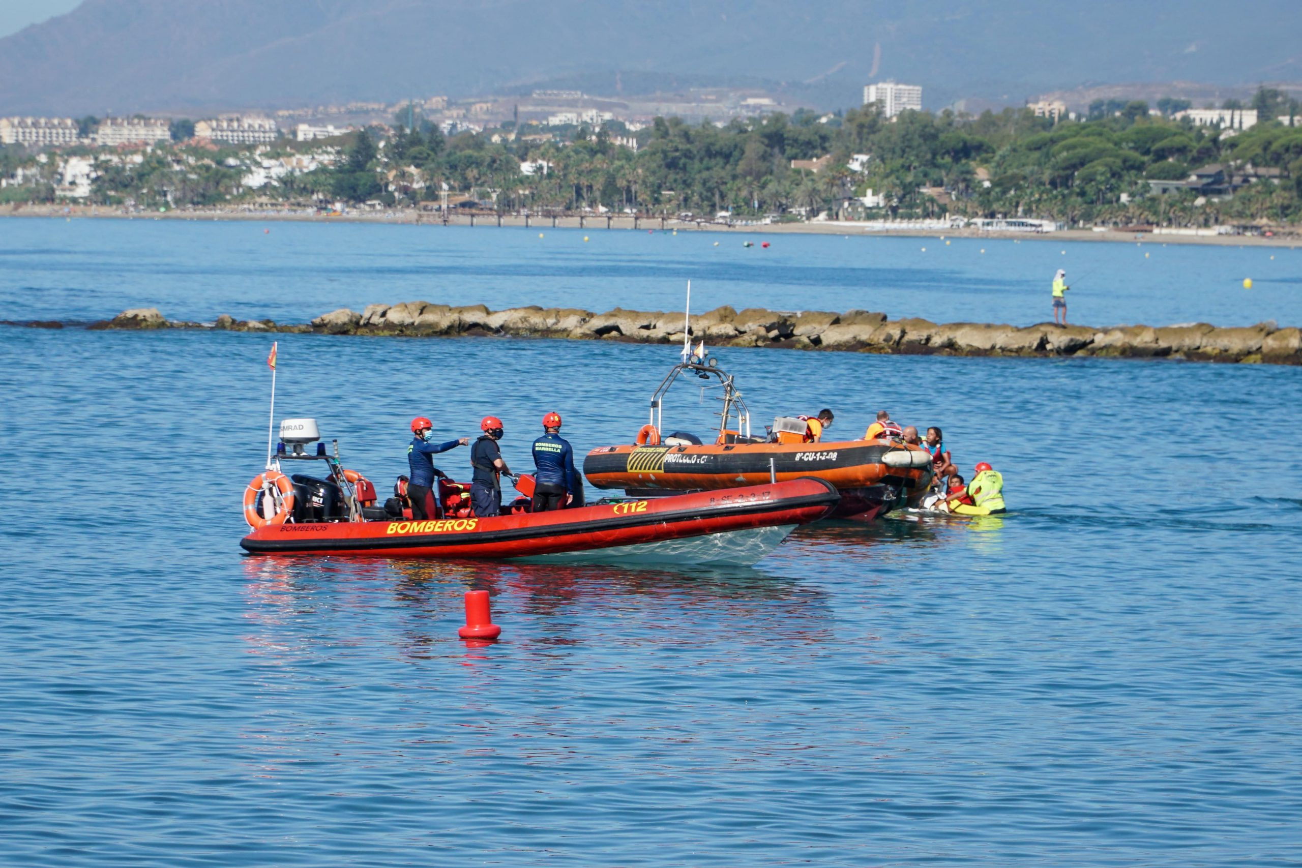 Simulacro de rescate acuático en el Puerto Deportivo Virgen del Carmen