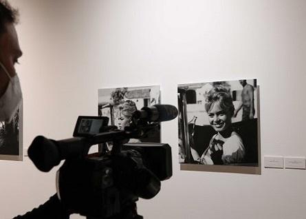 Una exposición fotográfica inédita recoge el paso de la estrella Brigitte Bardot por la provincia de Málaga