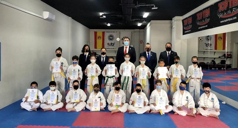 Club Invictus gradua a 50 deportistas para el Taekwondo de Malaga