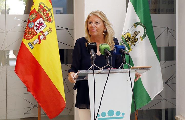 Ángeles Muñoz, durante una conferencia de prensa esta mañana.