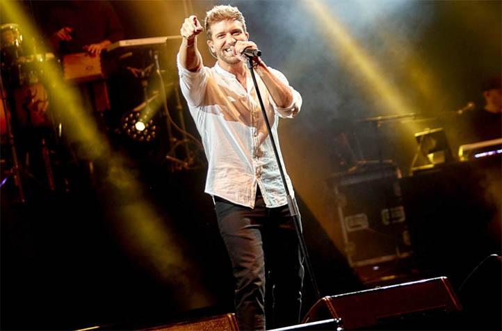 Durante su actuación en Starlite Marbella, Pablo Alborán. (Foto de Elena Parlange)