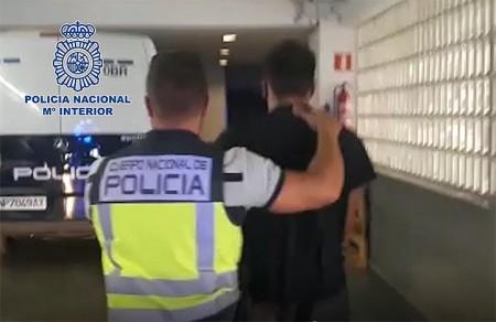 La detención de un ciudadano sueco acusado de asesinato.