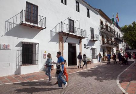 La Plaza de Los Naranjos alberga el Vivero de Empresas de Marbella.
